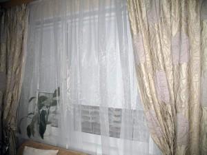 Рулонные шторы PRiS-Eco отлично сочетаются с обычными шторами
